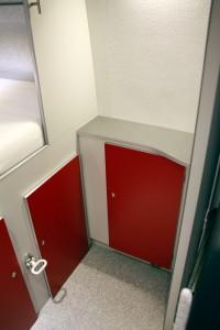 Toilet C 200 cs. spoelen elektrisch via de watertank. Ingeschoven