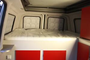 Ruim vast bed van 200 x 140 cm
